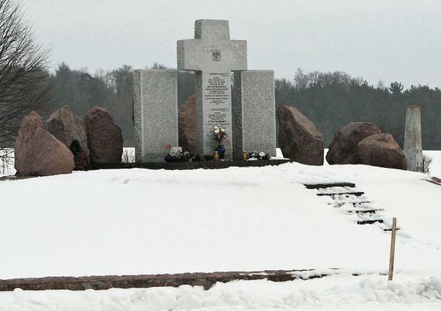 Mémorial du massacre de Huta Pieniacka