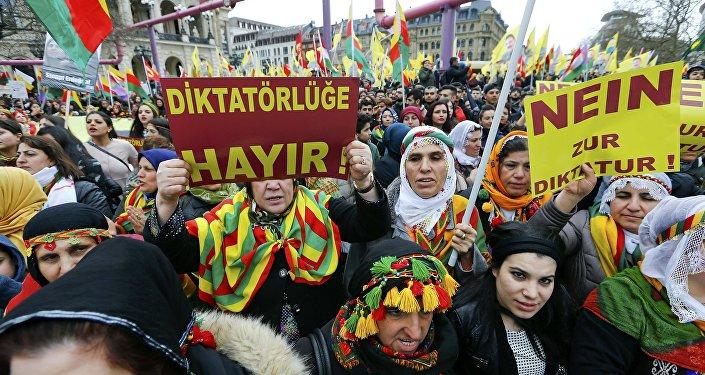Manifestation des Kurdes contre Erdogan dans la ville allemande de Francfort-sur-le-Main