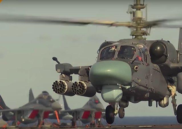 K-52K en poste sur le porte-avions Amiral Kouznetsov