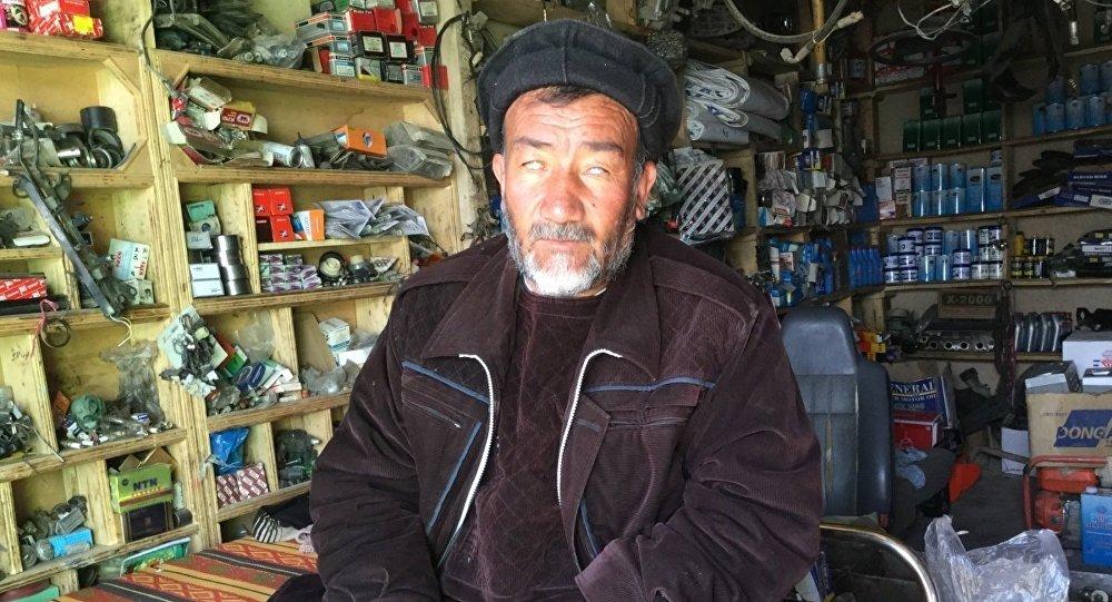 Il perd la vue pendant la guerre d'Afghanistan et devient milliardaire