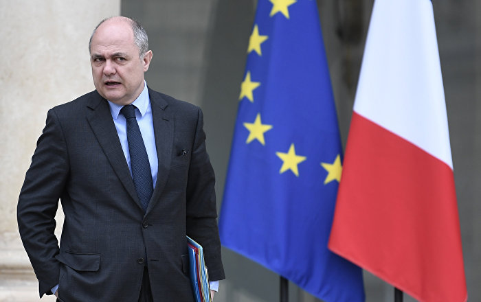 France le ministre de l 39 int rieur a employ ses filles for Le ministre de l interieur