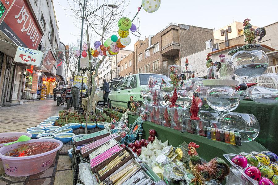 Dans les rues de Téhéran. Un large choix de produits pour Norouz.