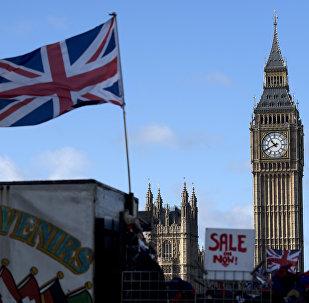 Le drapeau britannique devant le Big Ben à Londres