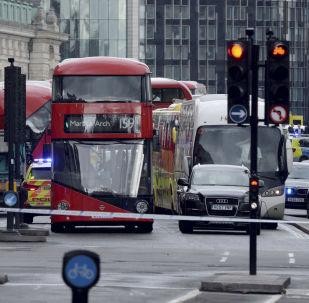 Attentat de Londres: une bombe pourrait se trouver dans la voiture