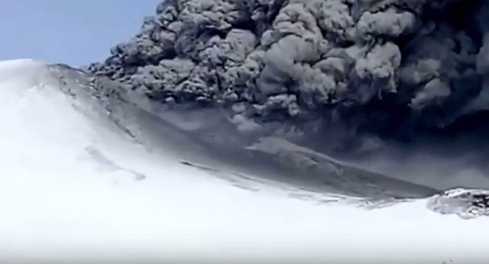 Un volcan du Kamtchatka entre en éruption pour la première fois en 200 ans