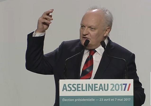 François Asselineau lors d'un meeting à Paris