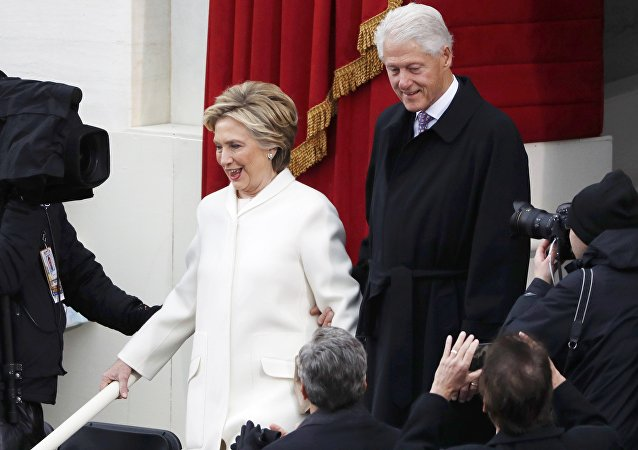 «Tu as perdu!», pourquoi Bill et Hillary Clinton se disputent