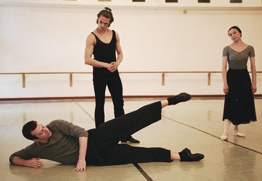 Le directeur artistique du Ballet du Bolchoï Alexeï Ratmansky et les grands solistes Nadejda Gracheva (à droite) et Sergueï Filine (à gauche) lors d'une répétition.