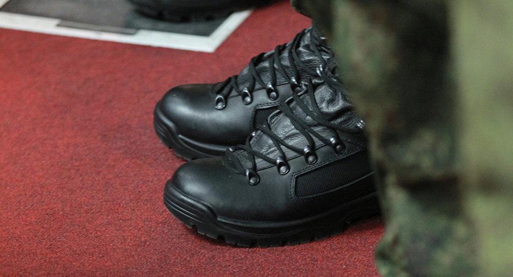 Un agent antiterroriste à vos pieds !