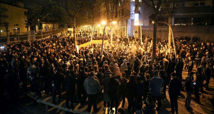 Le rassemblement parisien suite au meurtre d'un Chinois par la police