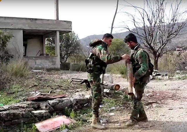 Le travail des démineurs dans la province de Lattaquié, en Syrie