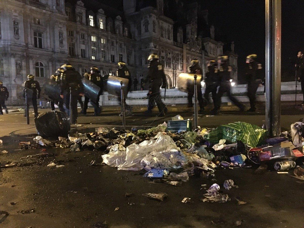 Rue saccagée dans la manifestation de mercredi à Paris