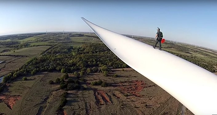 Ces casse-cou qui s'envolent des éoliennes!