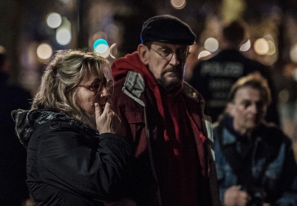Des gens se sont rendus à l'ambassade de Russie à Berlin pour rendre hommage aux morts dans l'explosion du métro de Saint-Pétersbourg