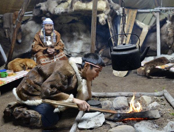 Les Koriaks se subdivisent en plusieurs groupes : littorals, riverains, attachés au sol, les koriaks à cerf et nomades.