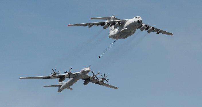 Le ravitailleur Iliouchine Il-78 et le bombardier stratégique Toupolev Tu-95MS