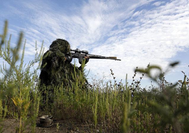 Des femmes snipers venues d'Europe se battent aux côtés de Kiev dans le Donbass