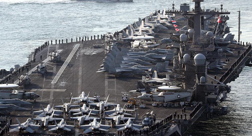 Porte-avions US Carl Vinson