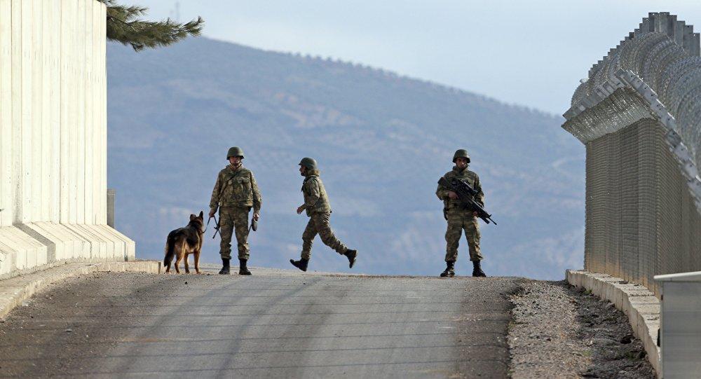 La Turquie consolide sa frontière avec la Syrie