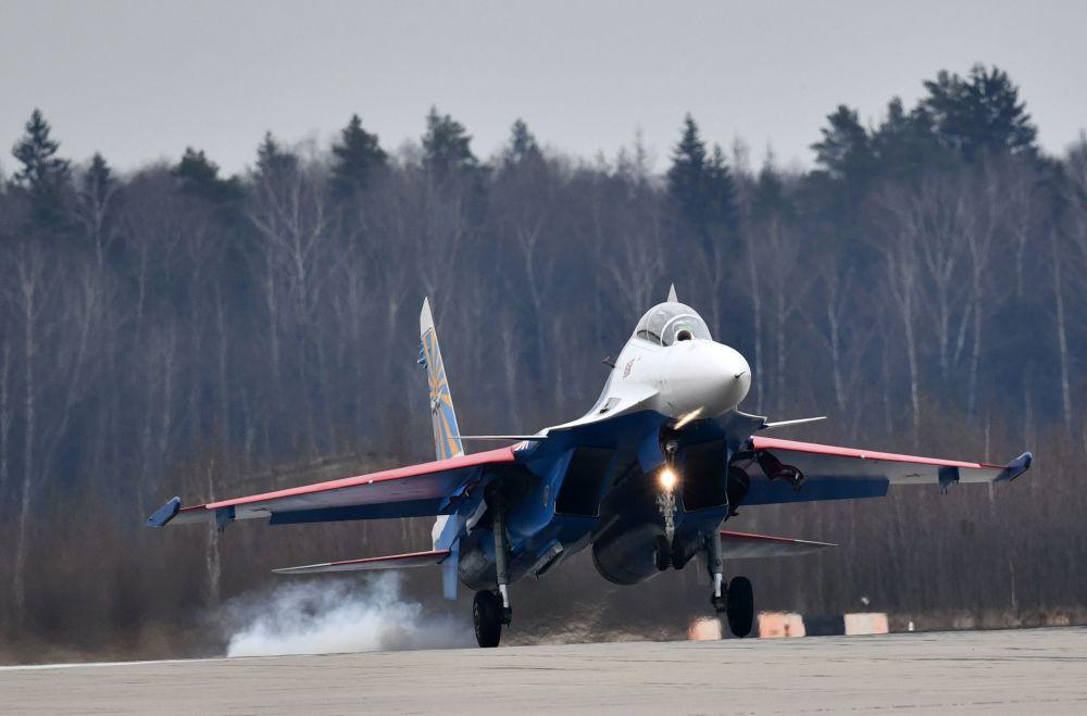 Jour de la Victoire: les avions s'entraînent en vue du show aérien