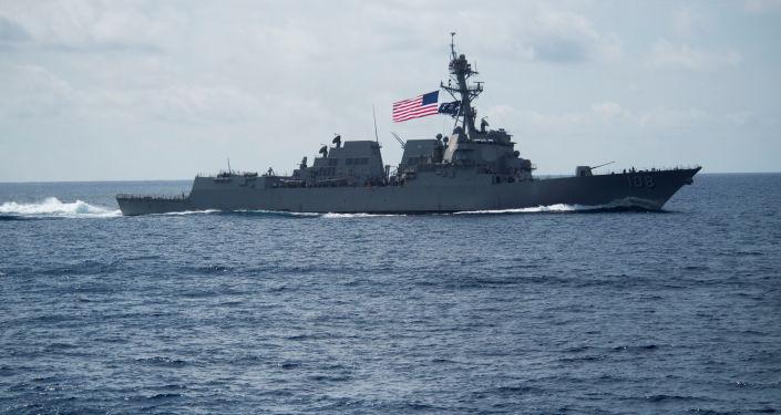 Le 58e destroyer américain de classe Arleigh Burke l'USS Wayne E. Meyer (DDG-108) en mer de Chine méridionale.
