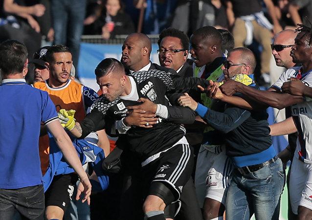 Lyon et Besiktas privés de Coupes d'Europe par l'UEFA