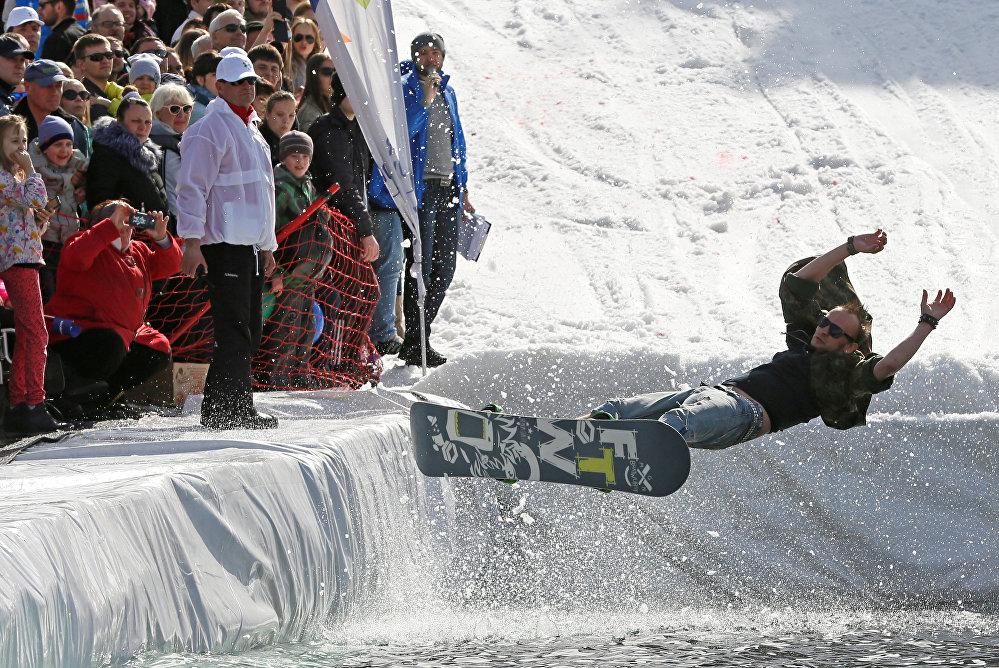 Le Festival « Skieur sur flaque 2017 » à Krasnoïarsk