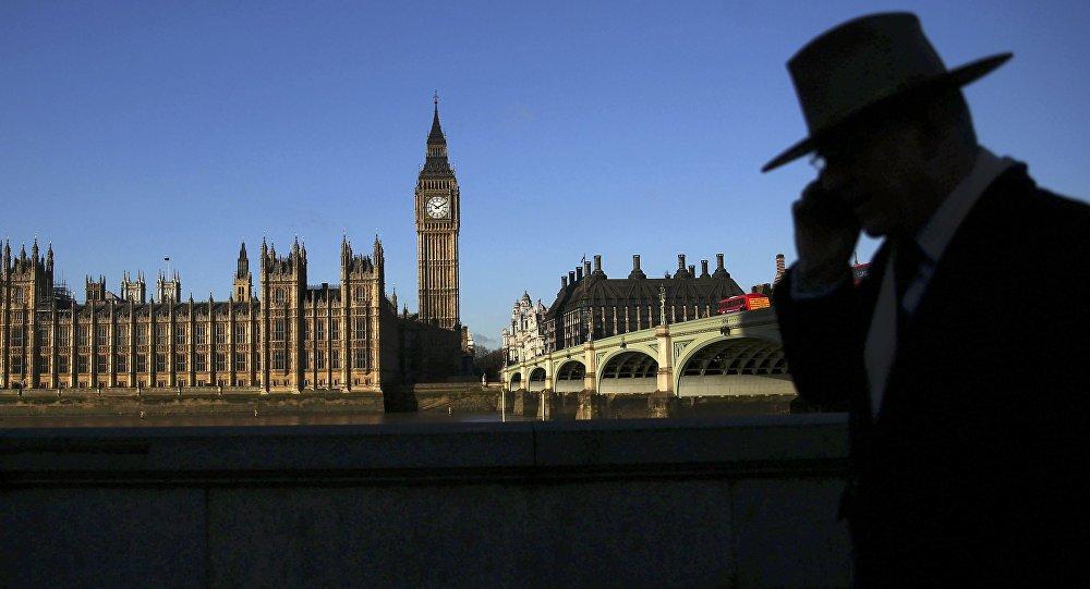 Theresa May va chercher à former un nouveau gouvernement — Grande-Bretagne