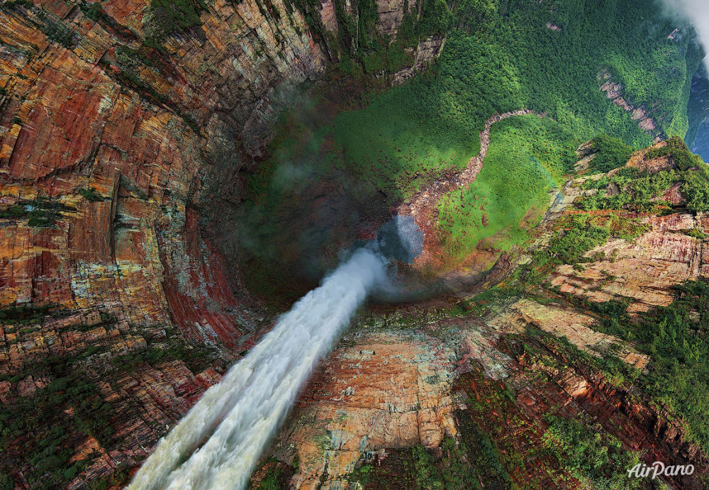 Vue sur la chute d'eau Churun Meru (Dragon) au Venezuela