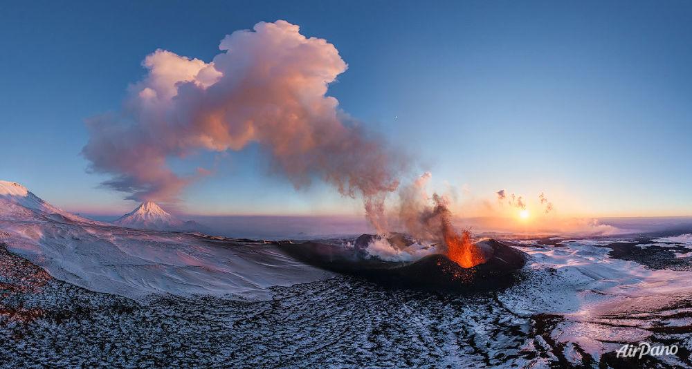 L'éruption du volcan Plosky Tolbatchik au Kamtchatka, Russie
