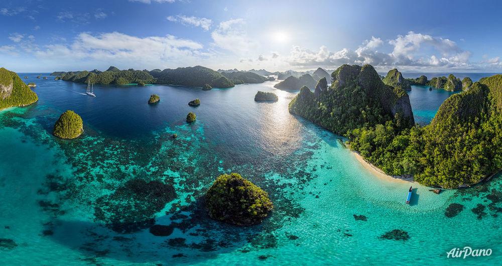 L'île de Wayag de l'archipel Raja-Ampat en Indonésie