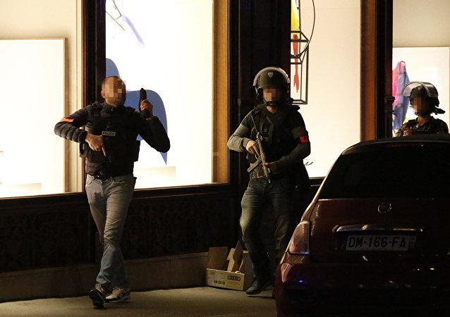 l'attentat sur les Champs-Élysées