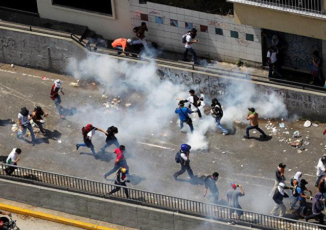 90 victimes dans les violentes manifestations au Venezuela