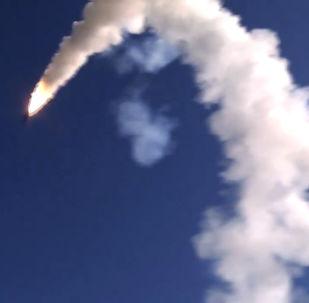 Le lancement du missile de croisière Onyx