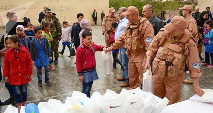 La Russie livre eau et fret humanitaire à la Syrie