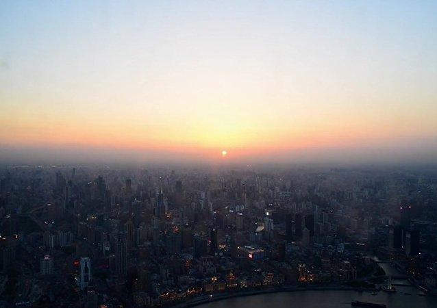 Shanghai vue du ciel: le plus haut bâtiment en Chine ouvre un point panoramique