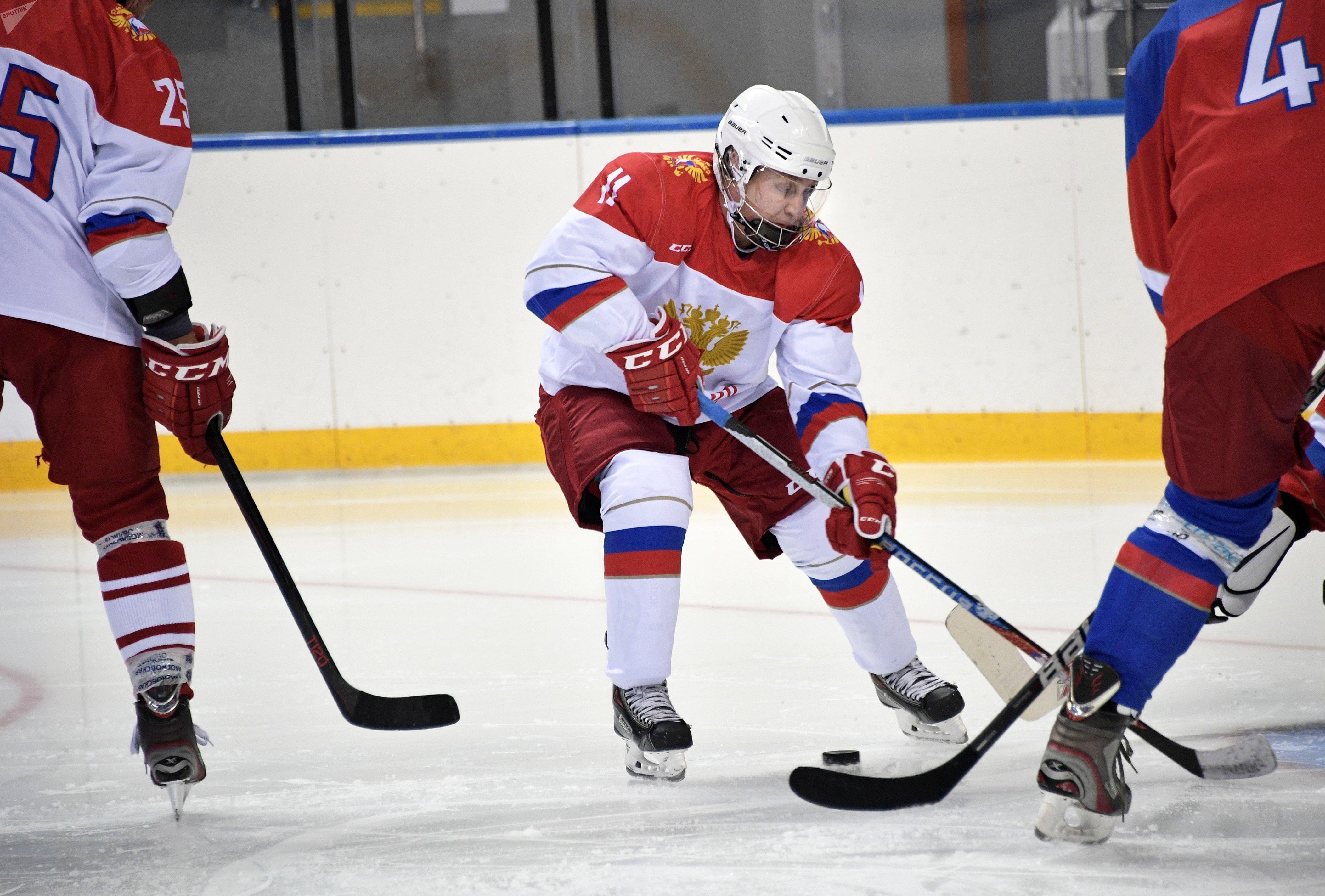 Le Président russe, Vladimir Poutine, a pratiqué son hockey dimanche 30 avril à l'Arène de glace Chaïba