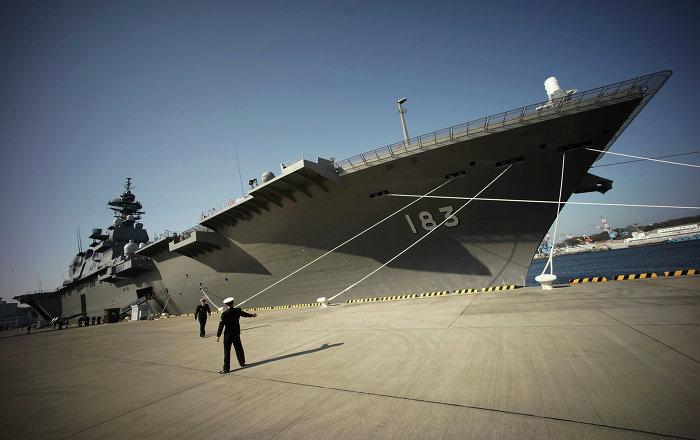 Le porte h licopt re japonais izumo escortera des navires for Porte helicoptere