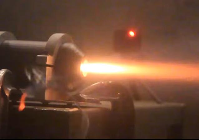 Des ingénieurs essaient un moteur de fusée en plastique imprimé en 3D
