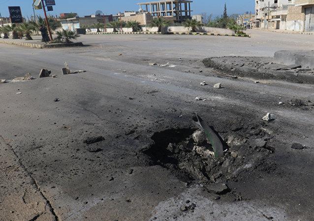 Des terroristes sabotent un cratère formé par une arme «chimique» en Syrie