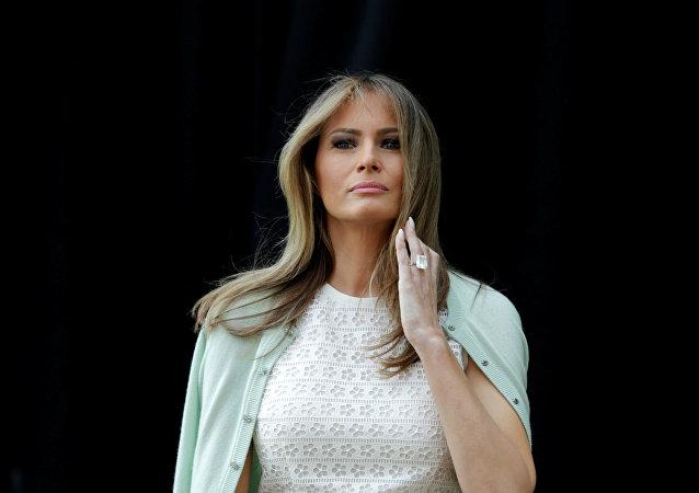 Melania Trump en route pour le Texas en escarpins se prend un ouragan de critiques