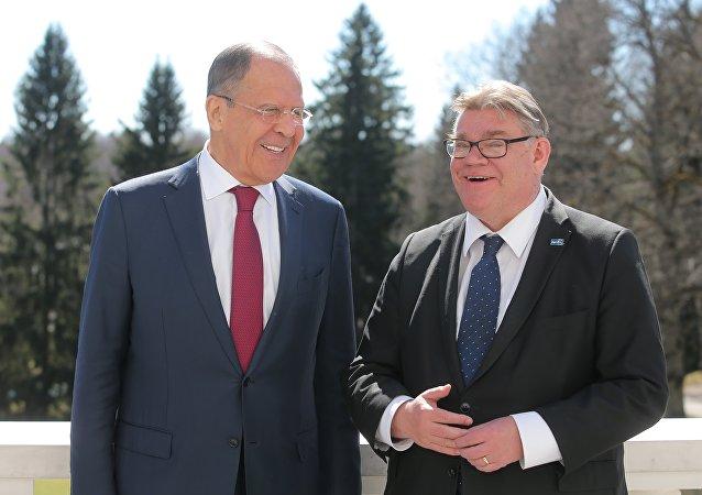 À  l'issue d'une conférence  de presse, Lavrov donne la victoire à la Finlande