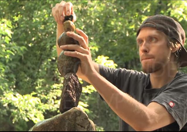 Michael Grab, un artiste canadien expert en rock balancing