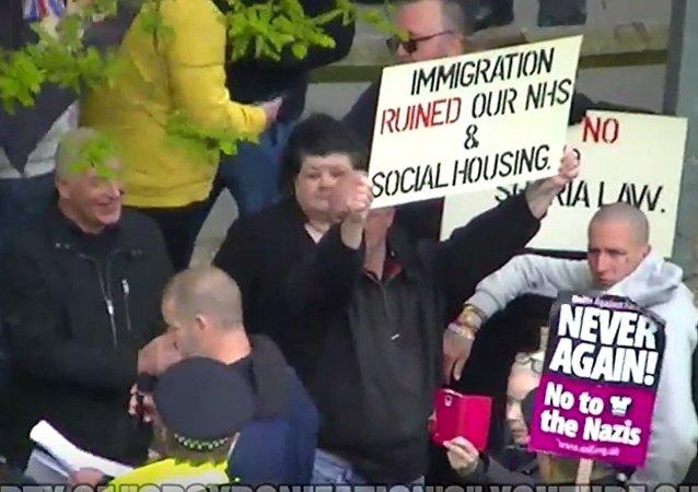 Pro et anti-migrants descendent dans les rues de Londres