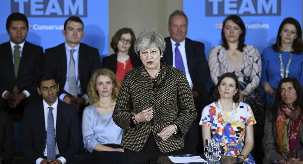 La Première ministre britannique Theresa May fait un discours à Londres devant ses partisans