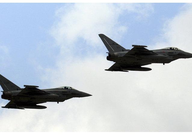 Des avions de chasse