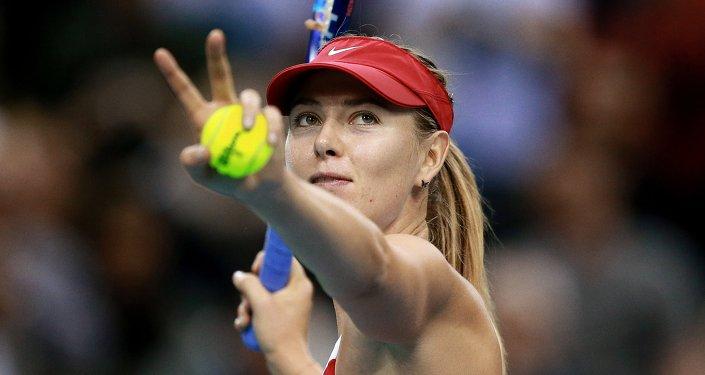 Un spectateur enfile une jupe et s'incruste dans un match amical — Wimbledon