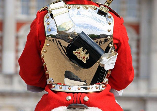 Ce que la garde royale fait avec les touristes audacieux