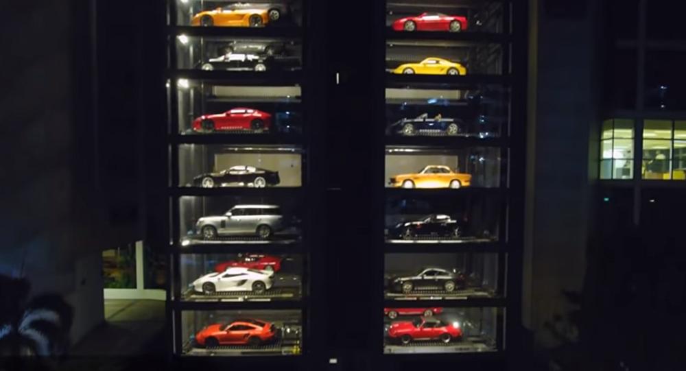 ce concessionnaire de singapour est un distributeur automatique de voitures sputnik france. Black Bedroom Furniture Sets. Home Design Ideas