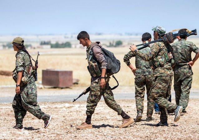 Des combattants des Unités de protection du peuple (YPG) kurdes
